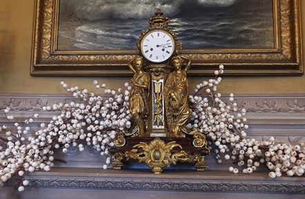clock-on-fireplace-mantle