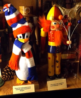 penguin-and-clown-nutcrackers