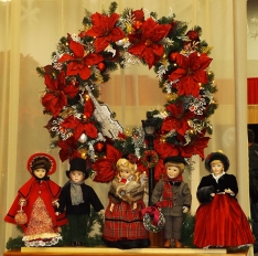 providence-festival-of-trees-poinsettia-wreath