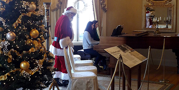 santa-in-the-music-room