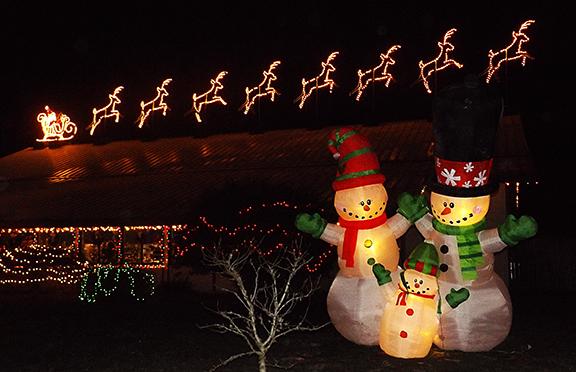 snow-family-and-santa