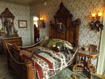 upstairs-bedroom