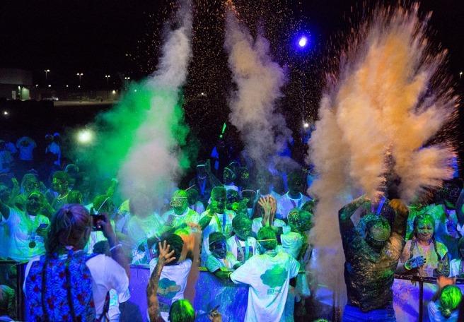 colored-powder-at-Dye-Hard-Color-Run-Yakima