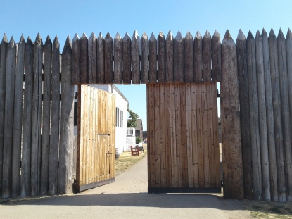 entrance-Fort-Vancouver-stockade