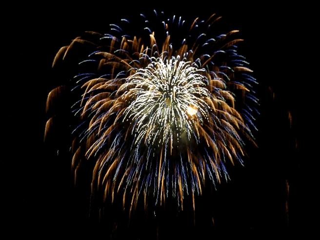layered-burst-fireworks-Vancouver