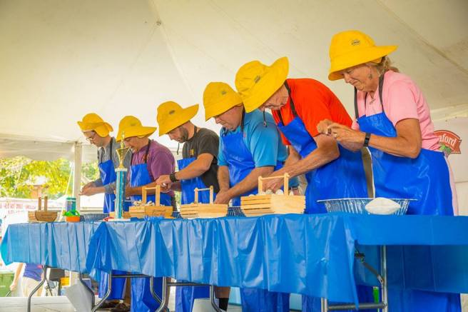 Maine-State-Clam-Shucking-Contest-Yarmouth-Clam-Festival