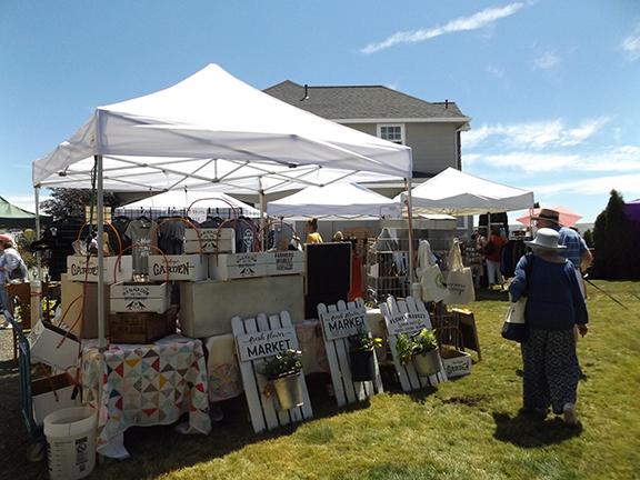 vendor-tents-Selah-Ridge-Lavender-Farm