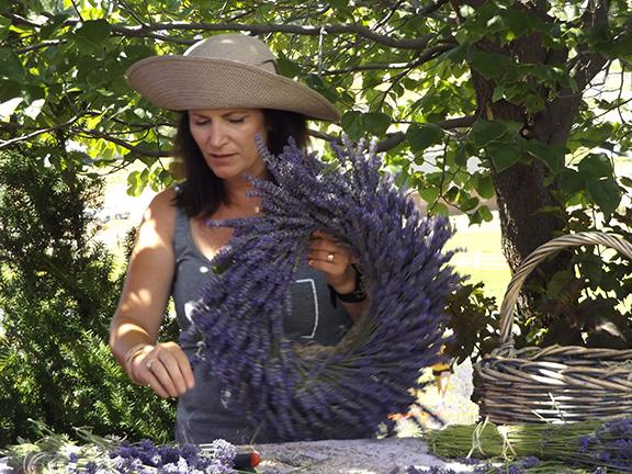 wreath-making-Selah-Ridge-Lavender-Farm