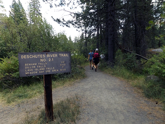 Deschutes-River-Trail-2.1-trailhead-sign
