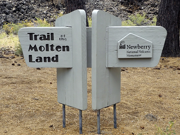 Trail-of-the-Moulten-Land-Newberry-National-Volcanic-Monument1