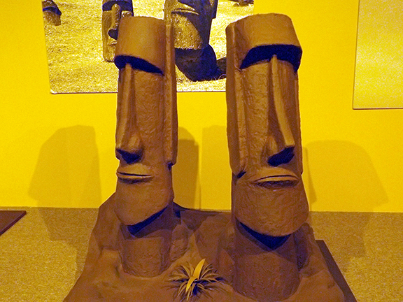 Chocolate-Museum-and-Cafe-Orlando-Easter-Island-sculpture