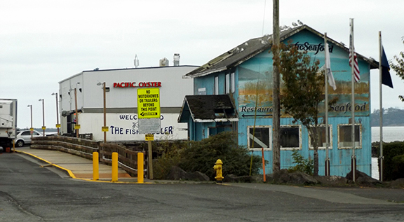 Pacific-Seafood-and-The-Fish-Peddler-Bay-City