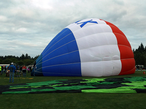Tigard-Festival-of-Balloons-inflation5