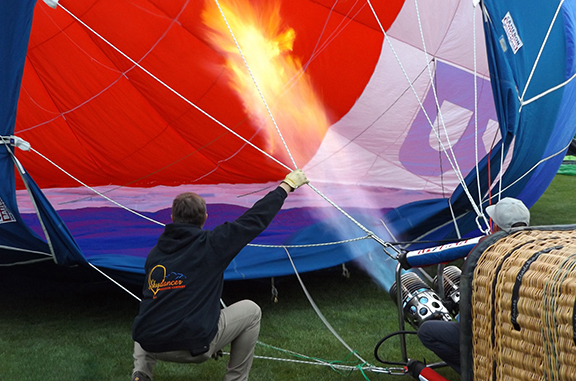 Tigard-Festival-of-Balloons-inflation6