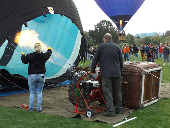 Tigard-Festival-of-Balloons-inflation8