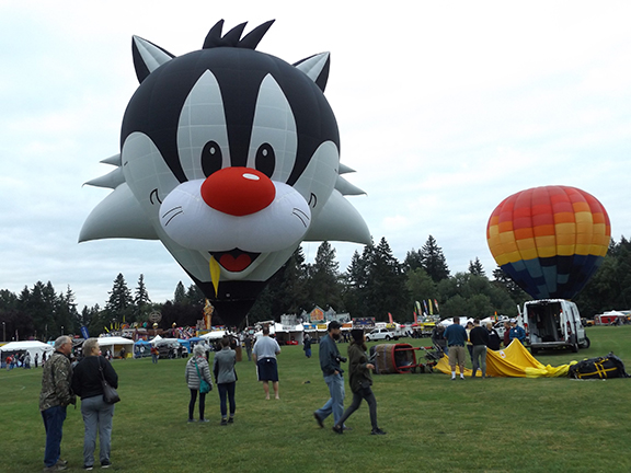 Tigard-Festival-of-Balloons-tether-rides
