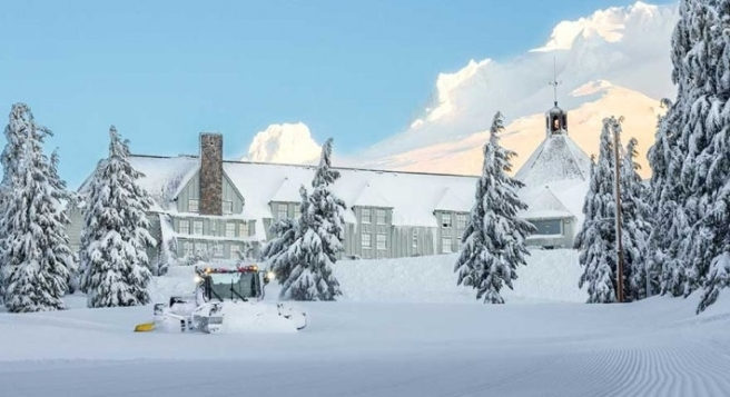 Timberline-Lodge-in-the-snow