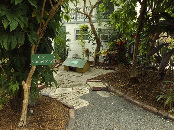 cat-cemetery-Ernest-Hemingway-House-Museum-Key-West