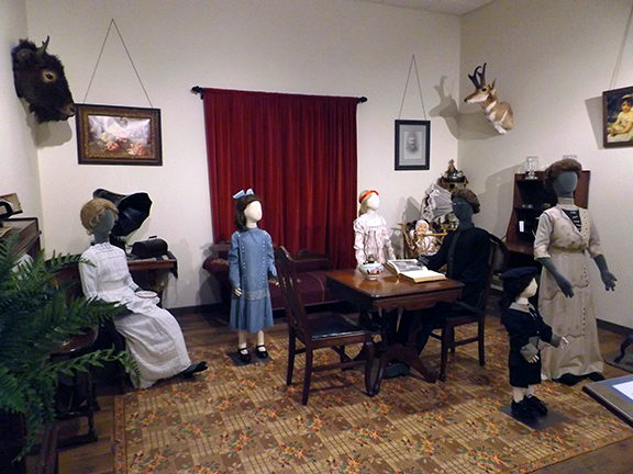 Fort-Walla-Walla-Museum-military-officer-parlor