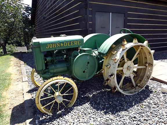 Fort-Walla-Walla-Museum-tractor