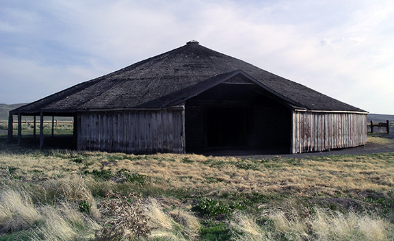 Pete-French-Round-Barn-State-Heritage-Site-Oregon2