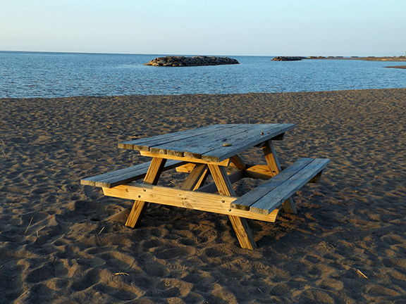 picnic-table-Presque-Isle-Lighthouse-Erie-Pennsylvania2
