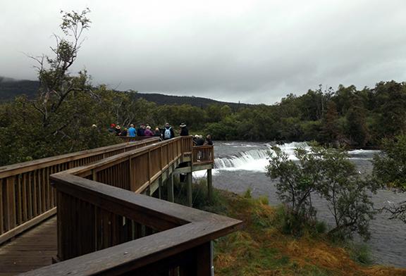 Katmai-National-Park-and-Preserve-walkway-to-lower-platform