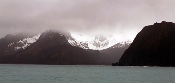 Kenai-Fjords-National-Park-boat-tour-mountain-view
