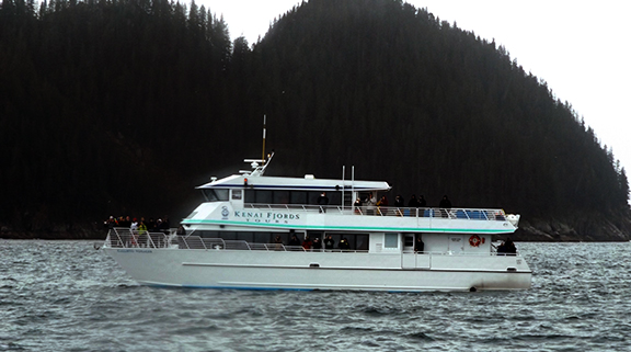 Kenai-Fjords-National-Park-boat-tour-underway