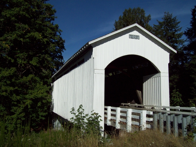 Mosby-Creek-Covered-Bridge-near-Cottage-Grove