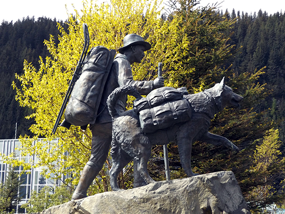 Trail-Blazers-statue-Seward-Alaska