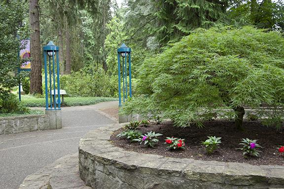 entrance-upper-garden-The-Grotto-Portland