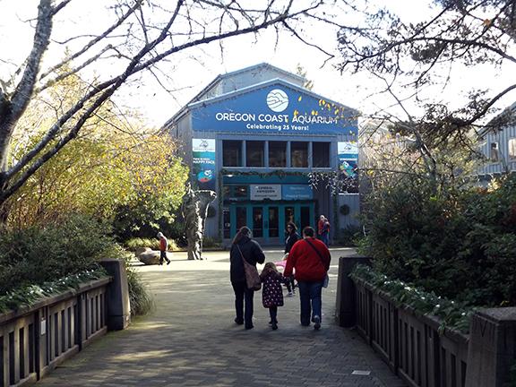 Oregon-Coast-Aquarium-entrance-Newport