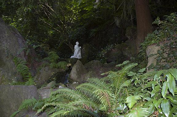 Saint-Philip-Benizi-lower-garden-The-Grotto-Portland
